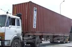 Một xe khách truy đuổi xe chở container suốt 30km