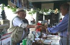 Ông Len Aldis tận tình giúp đỡ nạn nhân da cam Việt