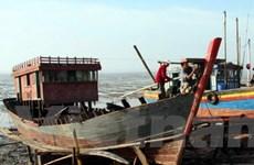 Đưa 7 ngư dân gặp nạn tại Trường Sa về đất liền