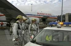 Máy bay của Mỹ phải hạ cánh khẩn cấp vì khói độc