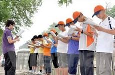 Lớp học tiếng Anh bên bờ sông ở Trung Quốc