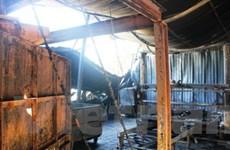 Nhà dân suýt cháy rụi cùng xưởng sản xuất nệm mút