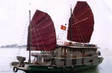 Tạm dừng tàu đưa khách thăm Vịnh Hạ Long