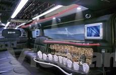 """Krystal 140"""" H2 Limousine: Quầy bar xịn di động"""