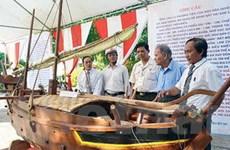 Độc đáo nghề làm mô hình tàu thuyền từ gỗ quý