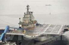 Tàu sân bay Liêu Ninh cập cảng quân sự Thanh Đảo