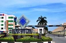 Xe tải chở đất cho khu công nghiệp VSIP gây ô nhiễm