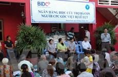 Cứu trợ cho bà con Việt kiều ở Phnom Penh bị lũ lụt