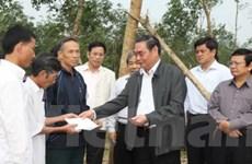 Ông Lê Hồng Anh thăm bà con vùng bão ở Quảng Trị