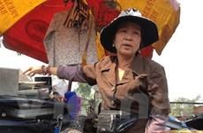 """Bà Tú của thời @ và """"siêu thị đồng nát"""" Trung Văn"""