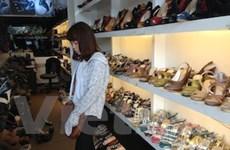 Giày dép vào vụ Hè: Đa dạng sắc màu và kiểu dáng