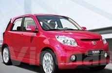 Daihatsu bánh xe nhỏ lăn trên đường dài