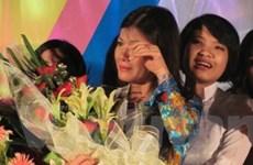 Cả thầy, trò và phụ huynh cùng khóc tại lễ tri ân