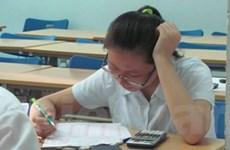 Kết thúc môn thi cuối, thí sinh kẻ khóc-người cười