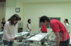 Ba giờ đồng hồ tập làm nhân viên người Nhật Bản
