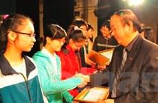 Trao thưởng cho 150 học sinh giỏi tiếng Anh Hà Nội