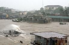 Gần 3.000 khách đi tàu bị kẹt lại ở vùng bão