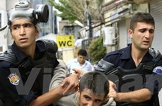 Sinh viên biểu tình gần nơi hội nghị IMF và WB