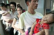 """Trung Quốc xem xét vụ kiện đầu tiên về """"sữa bẩn"""""""