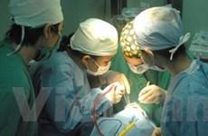 Bác sĩ từ thiện Đức phẫu thuật sứt môi miễn phí
