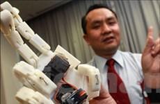 """""""Yêu thương"""" qua mạng Internet nhờ bàn tay robot"""
