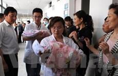 Một phụ nữ Trung Quốc đã 60 tuổi vẫn... sinh đôi