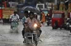 Mưa lớn kéo dài nhiều giờ ở Ấn Độ và Trung Quốc