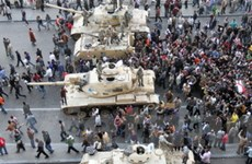 Tăng cường máy bay chiến đấu, xe tăng tại Cairo