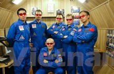Hai nhà du hành đổ bộ lên Sao Hỏa giả tưởng