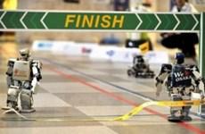 Robot có hai chân tham gia chạy đua marathon