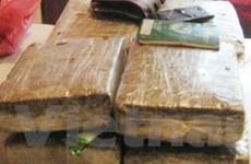 Bắt kẻ vận chuyển 5 bánh heroin sang Trung Quốc