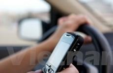 Mỹ yêu cầu bỏ các ứng dụng làm sao nhãng lái xe
