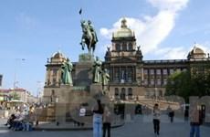 Quảng trường thiêng ở thủ đô Prague thành ổ ma túy