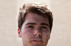 Người sáng lập Wikipedia bảo vệ sinh viên bị dẫn độ
