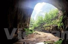 Hành trình trekking thú vị đến hang Én ở Phong Nha