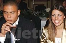 """Ronaldo """"béo"""" và phụ nữ"""