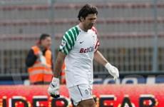 Robinho dùng tay chơi bóng, Buffon lĩnh thẻ đỏ