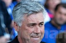 Chelsea sa thải Ancelotti ở hành lang sân Everton