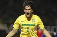 Brazil đại thắng Ecuador, gặp lại Paraguay ở tứ kết