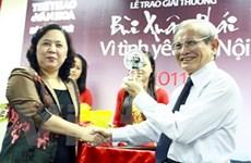 GS Phan Huy Lê được trao giải thưởng Bùi Xuân Phái