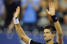Djokovic, Federer, Wozniacki và Serena đi tiếp
