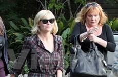 Cấm fan cuồng bén mảng đến gần Kirsten Dunst