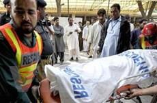 Pakistan: Sập nhà cao tầng, 100 người bị mắc kẹt