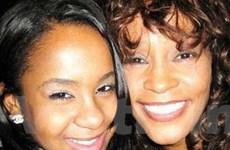 Con gái Whitney Houston phải nhập viện vì quá sốc