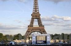 Người đàn ông nhảy từ tháp Eiffel xuống đất tự sát