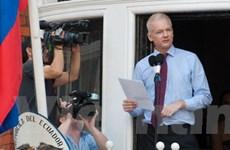 Sức khỏe Assange suy yếu, có thể phải nhập viện