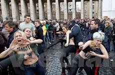 Biểu tình ngực trần ủng hộ đồng giới tại Vatican