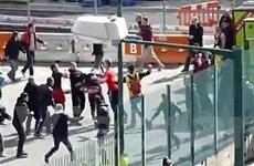 Cổ động viên Bayern-Dortmund đánh nhau trước giờ