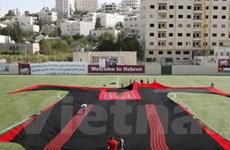 Chiếc váy thêu khổng lồ của người Palestine