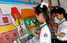 Học sinh thi vẽ tranh về chủ đề biến đổi khí hậu